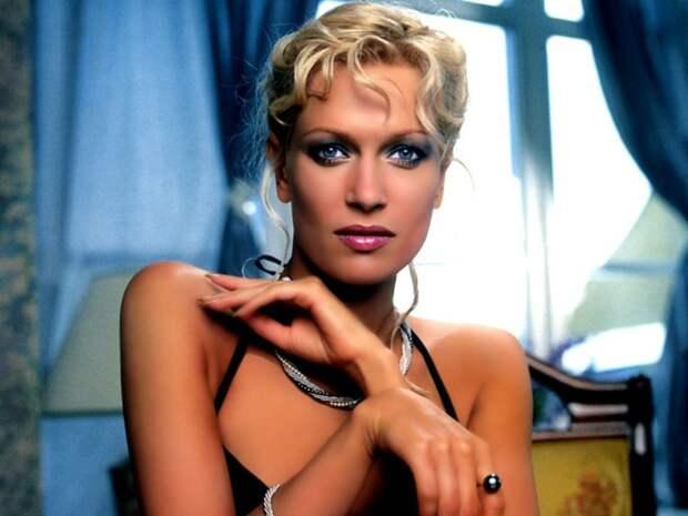44 года исполнилось Олесе Судзиловской: жизнь и карьера эффектной блондинки