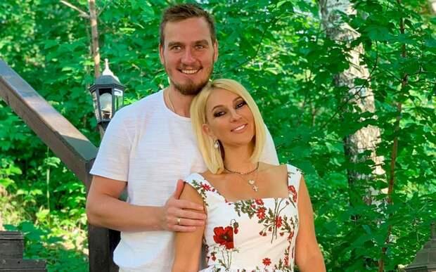 Лера Кудрявцева опровергла слухи, что содержит своего мужа, хоккеиста Макарова
