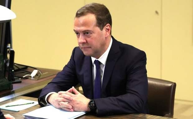 Медведев прибыл в Китай с трёхдневным официальным визитом
