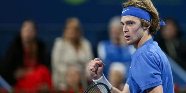 Теннисист Рублев вышел в четвертьфинал турнира