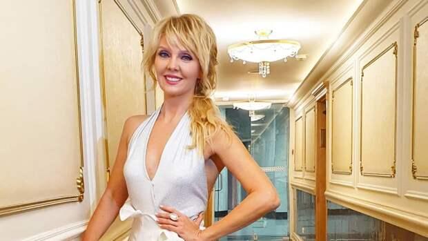 Певица Валерия поделилась новыми фото со съемок шоу «Маска»