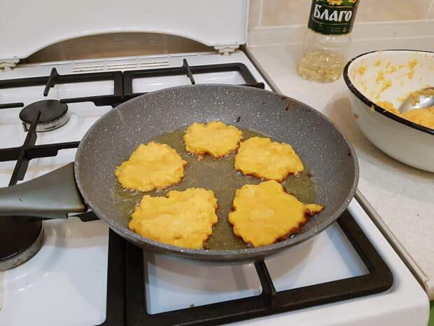 Оранжевые оладушки от бабушки. Только тыква, яйца и мука - просто и вкусно