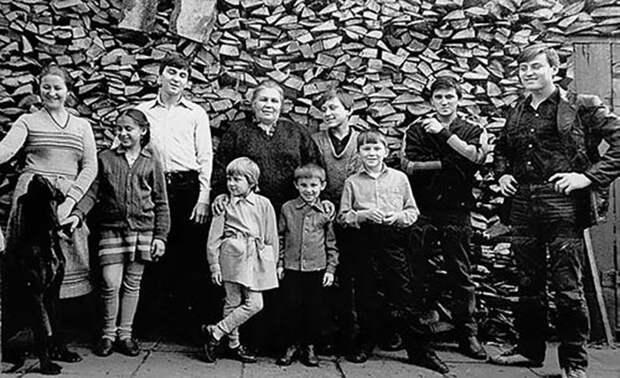 Нинель Овечкина с детьми. / Фото: www.sensum-club.pro