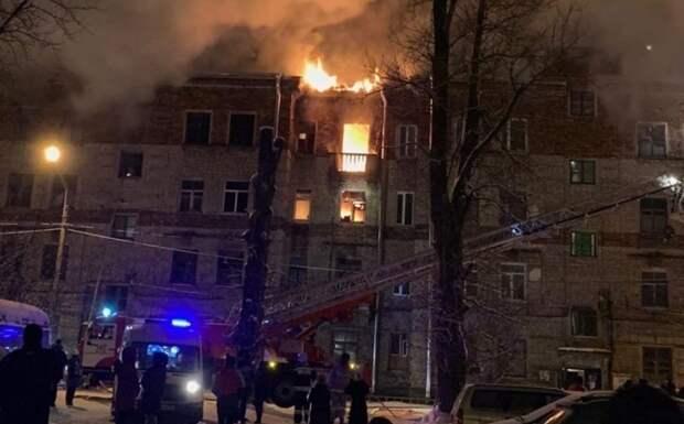 В Ленобласти из горящего дома эвакуировали 60 человек