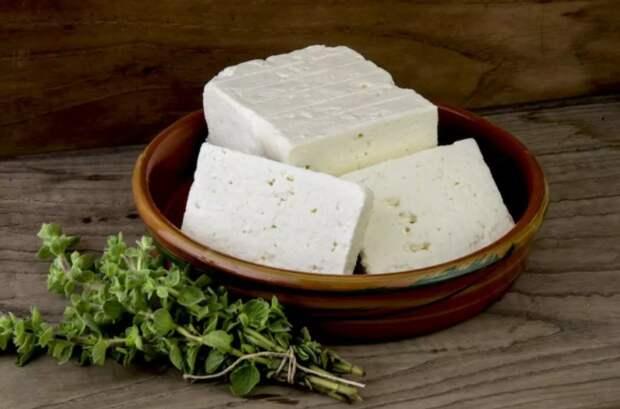 Нехитрый способ, как приготовить сыр «Фета», вдвое доступнее и вкуснее магазинного