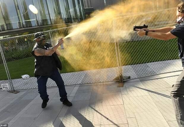 Александр Роджерс: Стрельба в Денвере — Америка идёт вразнос