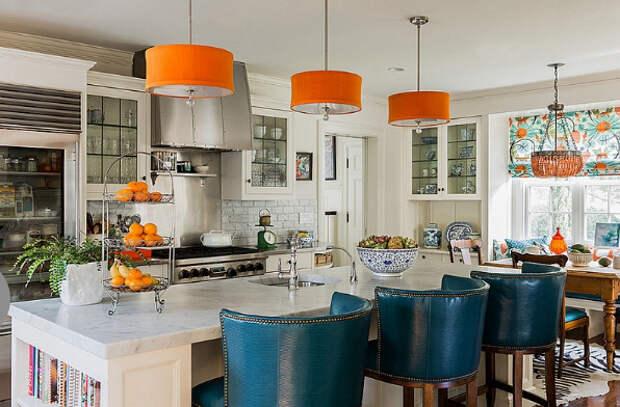Яркие цветовые акценты на кухне