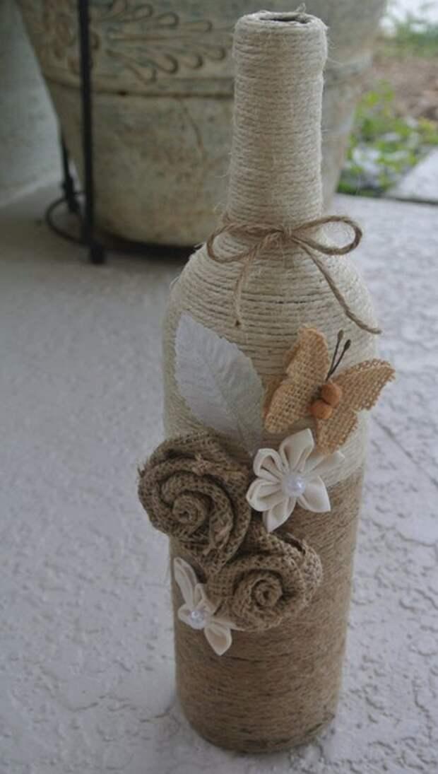 Если проявить фантазию, то и обычная бутылка может превратиться в необычный элемент декора.