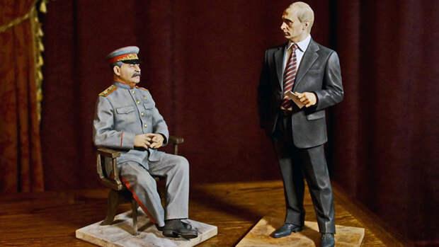 Фигуры президента России Владимира Путина и вождя Советского государства Иосифа Сталина