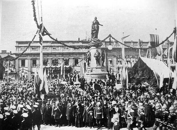 Одесса: Екатерининской площади вернут имя Гитлера