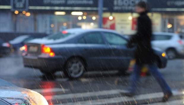 Водителям Подмосковья посоветовали быть аккуратнее за рулем из‑за снега