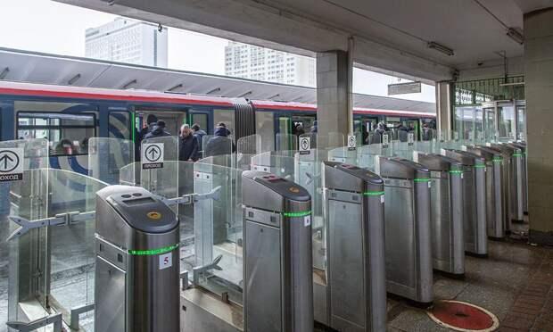 На станции метро «Выхино» начали тестировать систему оплаты проезда «лицом»