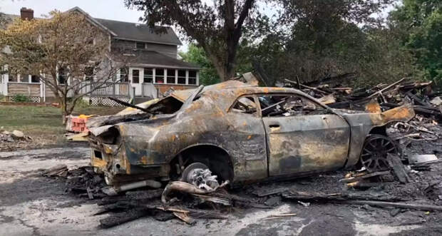 Парень за 9 месяцев восстановил суперкар после ужасного пожара