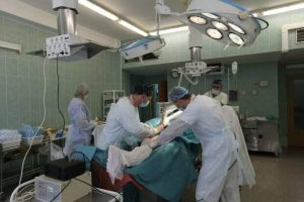 Врачи на операции / Фото: Роман Балаев