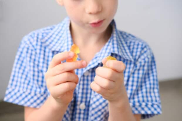Сладости — детям? Какие десерты можно давать ребенку и с какого возраста?