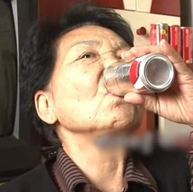 Женщина потеряла мужа, а потом и сына. Чтоб утешиться, она начала пить… кока-колу!