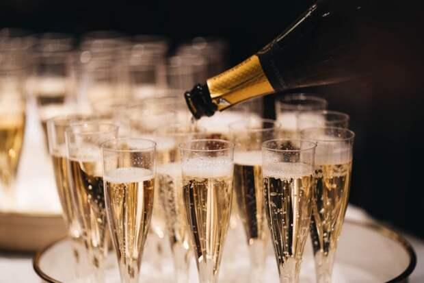 Игристое вино и шампанское: происхождение и отличия