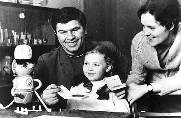 Любовь хоккейного батяни: как складывалась семейная жизнь известного нижегородского хоккеиста Виктора Коноваленко