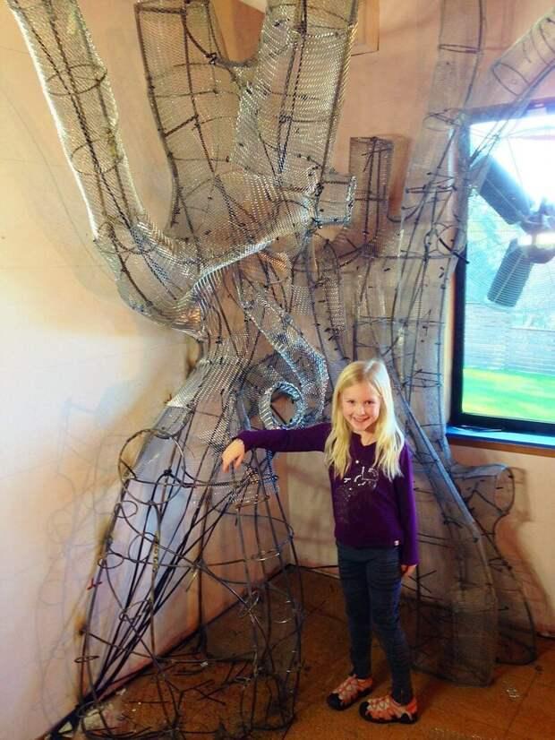 4. Каркас конструкции соорудили из металла и проволочной сетки - эта часть работы заняла много времени и даже привела к небольшим травмам дети, детская, детская комната, дизайн, идеи, ремонт, своими руками, фото