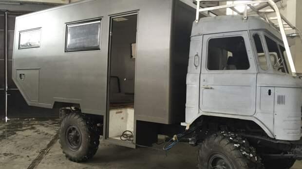 Мужчина взял старый ГАЗ-66 и сделал квартиру на колесах
