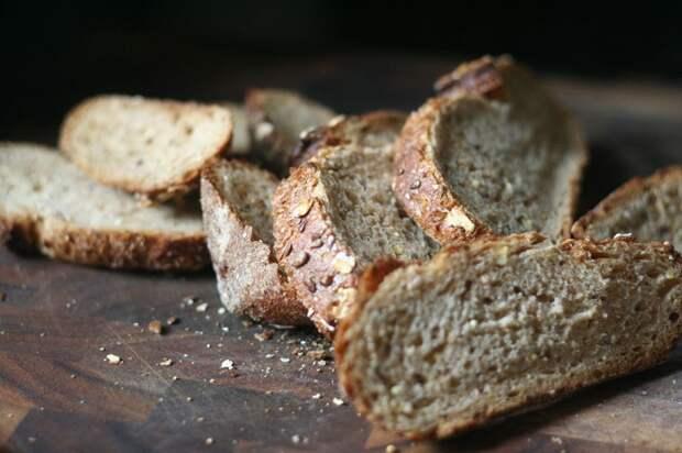 Черствый хлеб - отличная основа для гренок и тостов. / Фото: lifehacker.ru