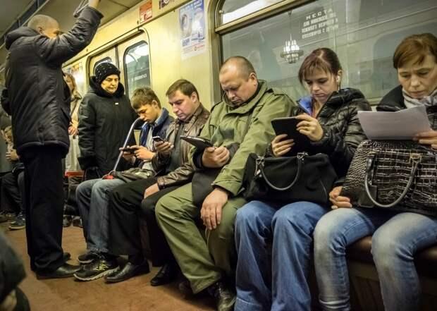 Интернет и потребление цифровых услуг - удел бедных, или, если смартфоны доступны всем, значит, это кому-то нужно?