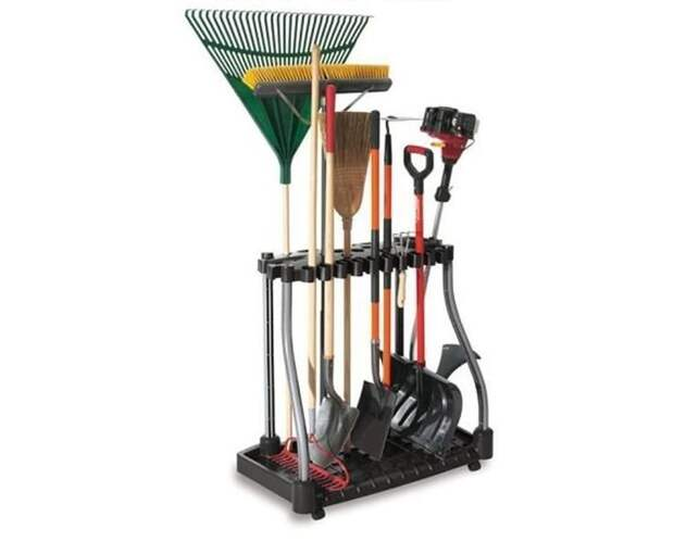 4. Здорово, когда у садового инвентаря есть свое место, грабли не раскиданы, где попало дача, дачники, дачные инструменты, дачный инвентарь