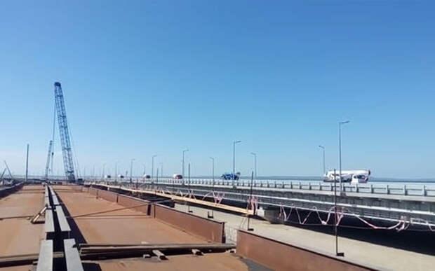По Крымскому мосту проехали первые автомобили