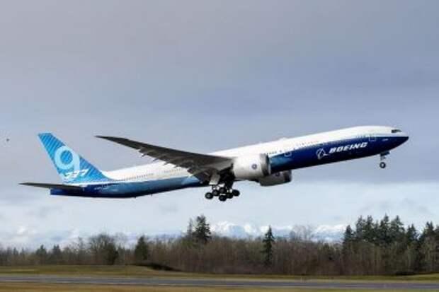 Boeing 777-9 во время первого полёта 25 января 2020 года; взлёт из аэропорта Пейн-Филд (PAE)