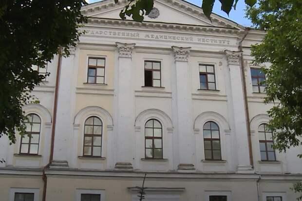 В начале мая в Твери с бывшего здания НКВД срезали мемориальные доски