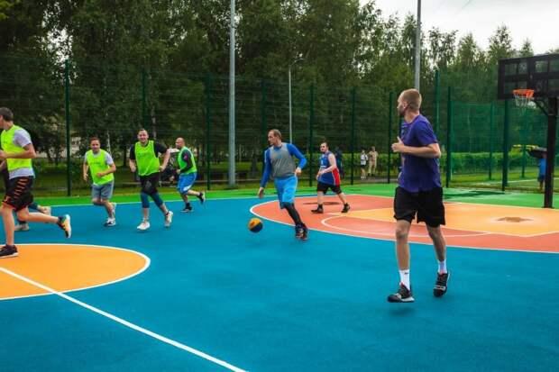 В Ростокине ко Дню физкультурника открыли баскетбольную площадку