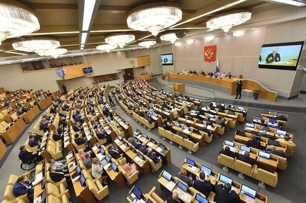 Госдума приняла закон о запрете вида на жительство за рубежом для госслужащих и военных