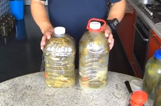Очень вкусные огурцы в пластиковой бутылке: на вкус как из бочки!