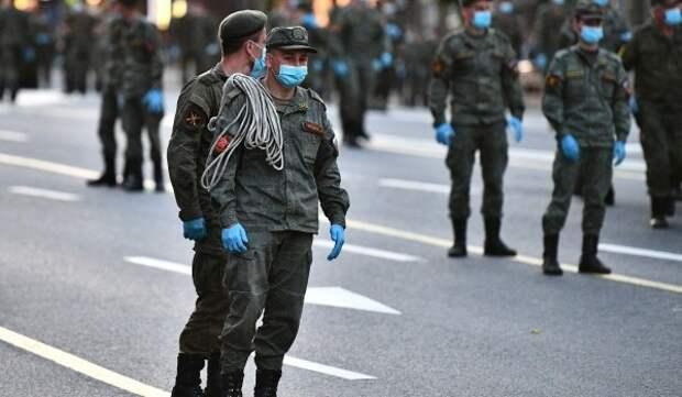 На Тверской начали наносить временную желтую разметку для военной техники