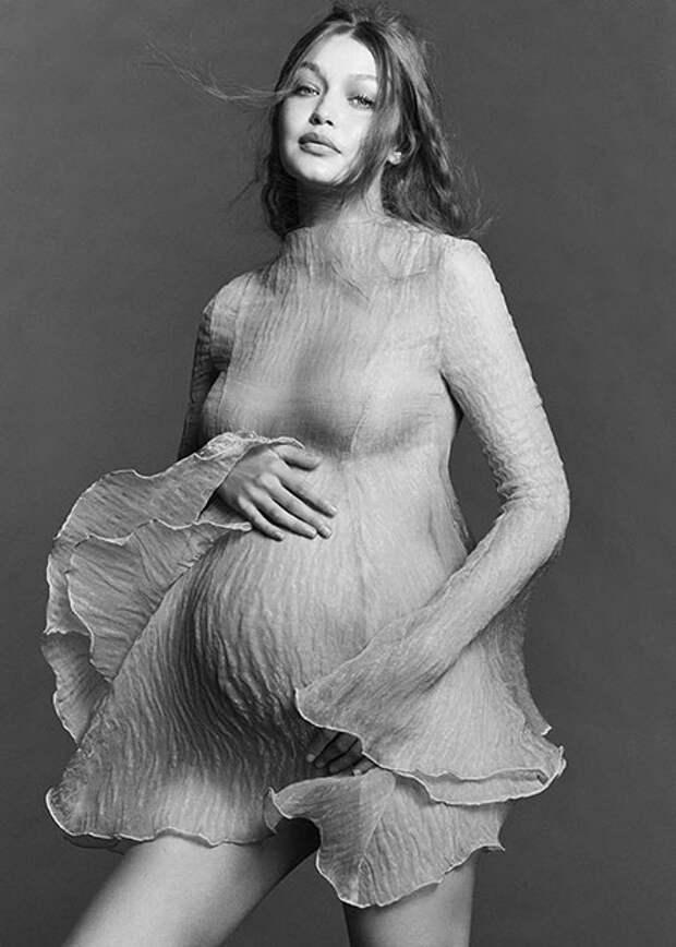 """Джиджи Хадид рассказала о """"беременной"""" фотосессии: """"Это сложнее, чем я думала"""""""