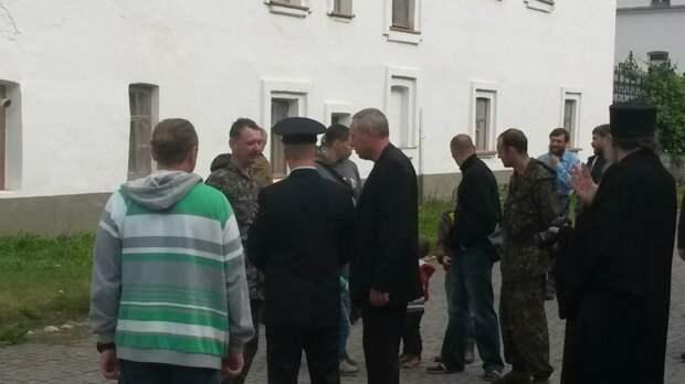 Для тех, кто волновался за Игоря Стрелкова: он жив и здоров, посещает святые места