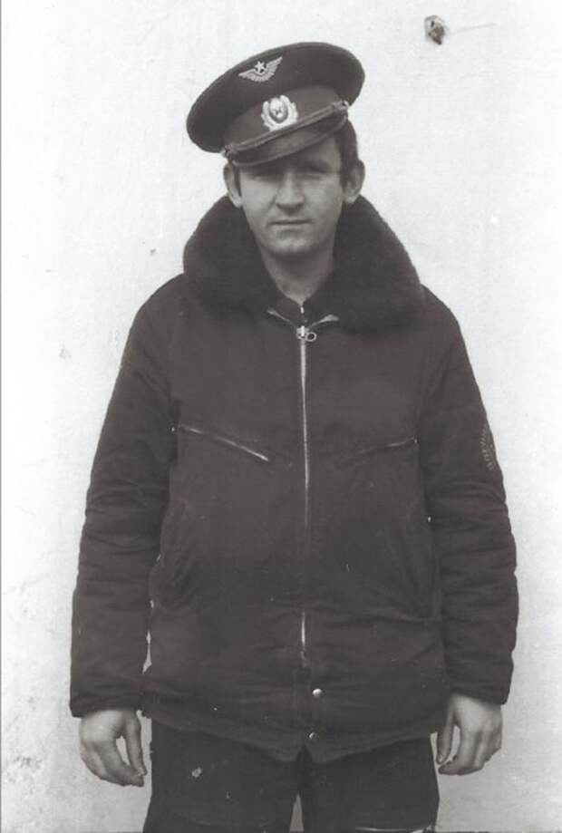 Старший лейтенант В. Чернявский