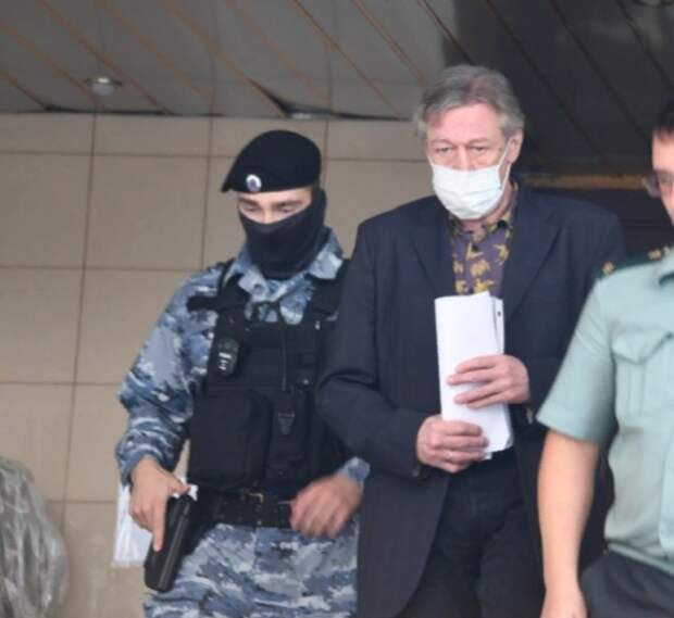 Михаила Ефремова доставили в Москву
