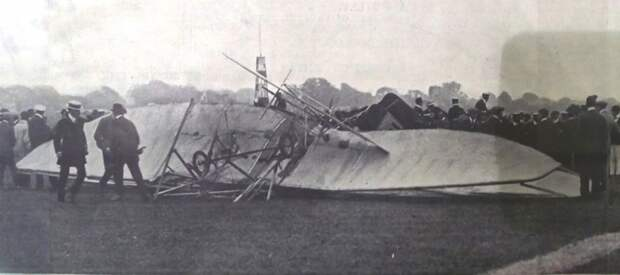 Остатки 'Райт-Флайера' в тот самый трагический день 12 июля 1910 года rollce-royce, авиация, авто, автоистория, история, летчик, факты, чарльз роллс