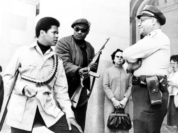 Социальные конфронтации в США 1960-х - 1970-х годов: Леворадикальная Партия черных пантер   (15)