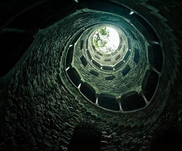 Таинственная перевернутая башня и система туннелей масонов