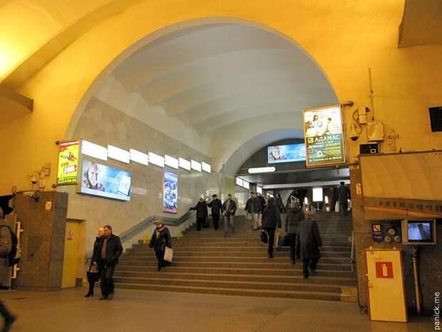Петербургское метро грубо игнорирует маломобильных граждан
