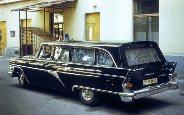 ГАЗ-РАФ-13С. Переделка в универсал проводилась в Риге на заводе РАФ, отсюда изменения в шильдике. Все честно.