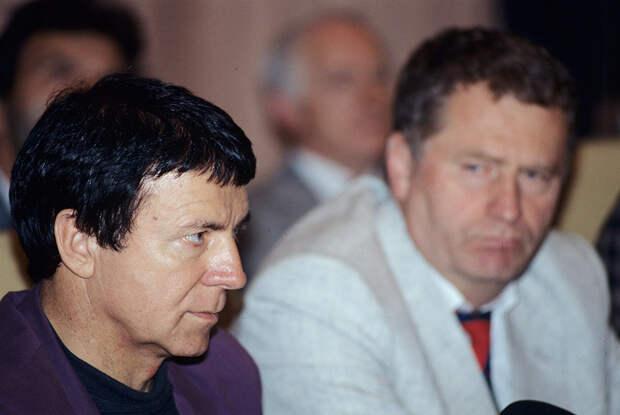 Депутат Госдумы от фракции ЛДПР Анатолий Кашпировский и лидер партии Владимир Жириновский