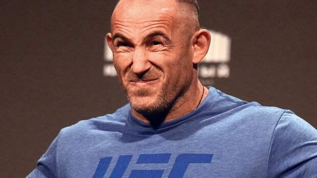 Олейник выпал из рейтинга лучших тяжеловесов UFC после поражения от Докоса