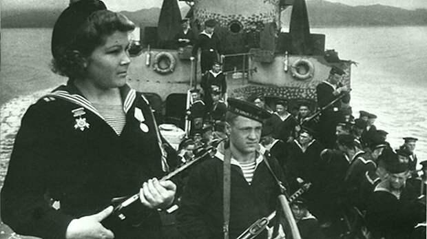 Евдокия Николаевна Завалий ( 28 мая 1924 — 5 мая 2010) - единственная женщина-командир взвода морской пехоты, гвардии полковник в отставке Великая Отечественная война, СССР, история