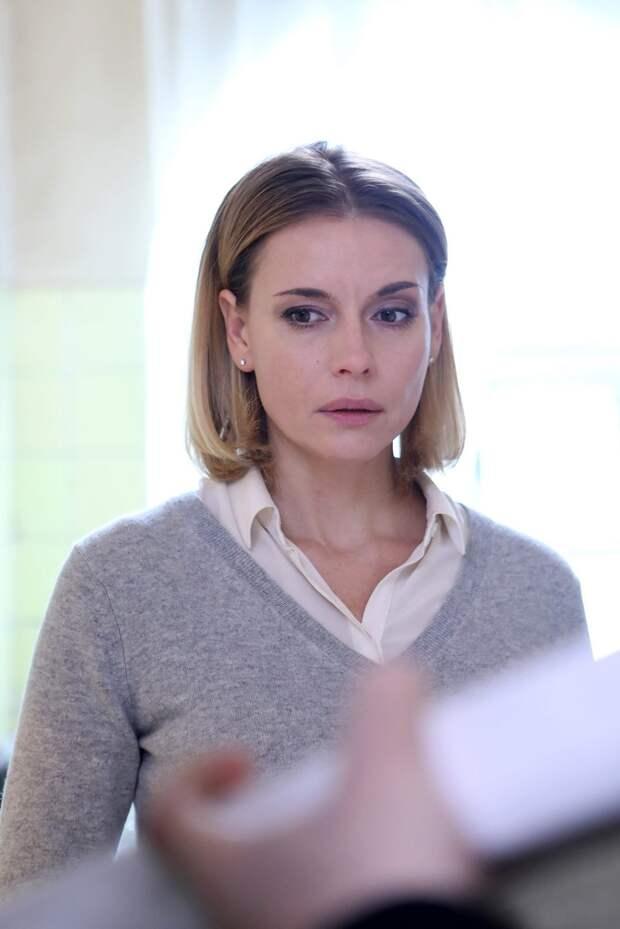 Любовь Толкалина ждет ребенка и расследует преступление в «Позднем сроке»