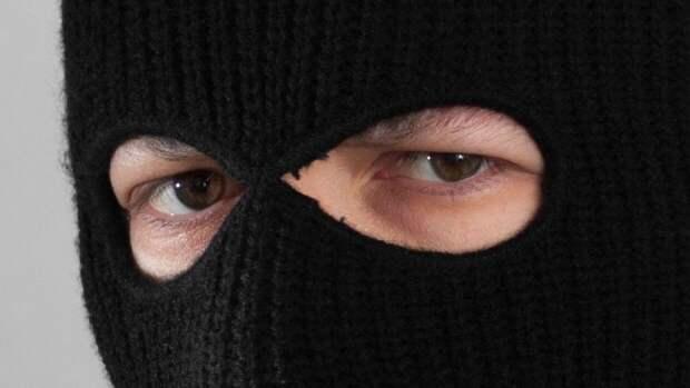 Должник по кредитам ограбил ювелирный магазин в Петербурге