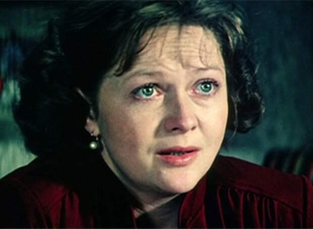 Наталья Гундарева в фильме *Одиноким предоставляется общежитие*, 1983   Фото: kino-teatr.ru