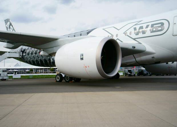 Пролитый напиток спровоцировал остановку двигателей на лайнерах A350